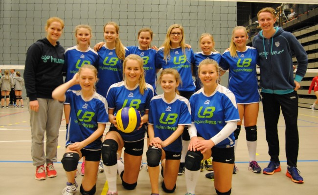 Strandvik jenter på volleyball NM