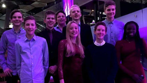 Feststemt  og  finale-klar  Strandvik-gjeng  (Os  &  Fusaposten)